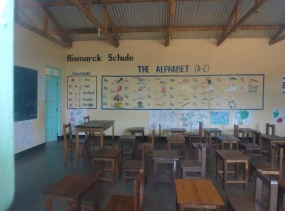 8 Klassenraum Tansania 2014 1060