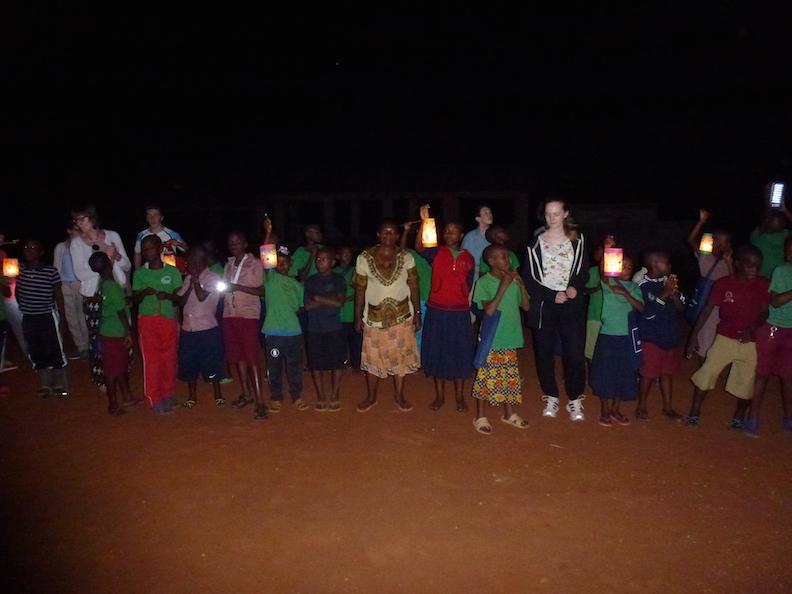 3 Laternenumzug Tansania 2014 1154