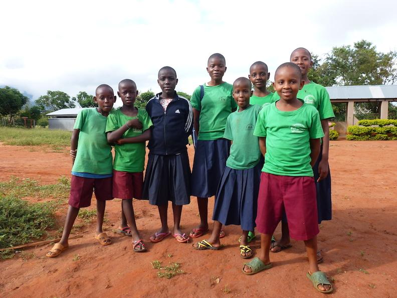 6 - acht der zehn Bismarck-Patenkinder Tansania 2014 1182