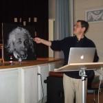 Raumkrümmung und Gravitationswellen – Bruce Allen zu Besuch in der Bismarckschule