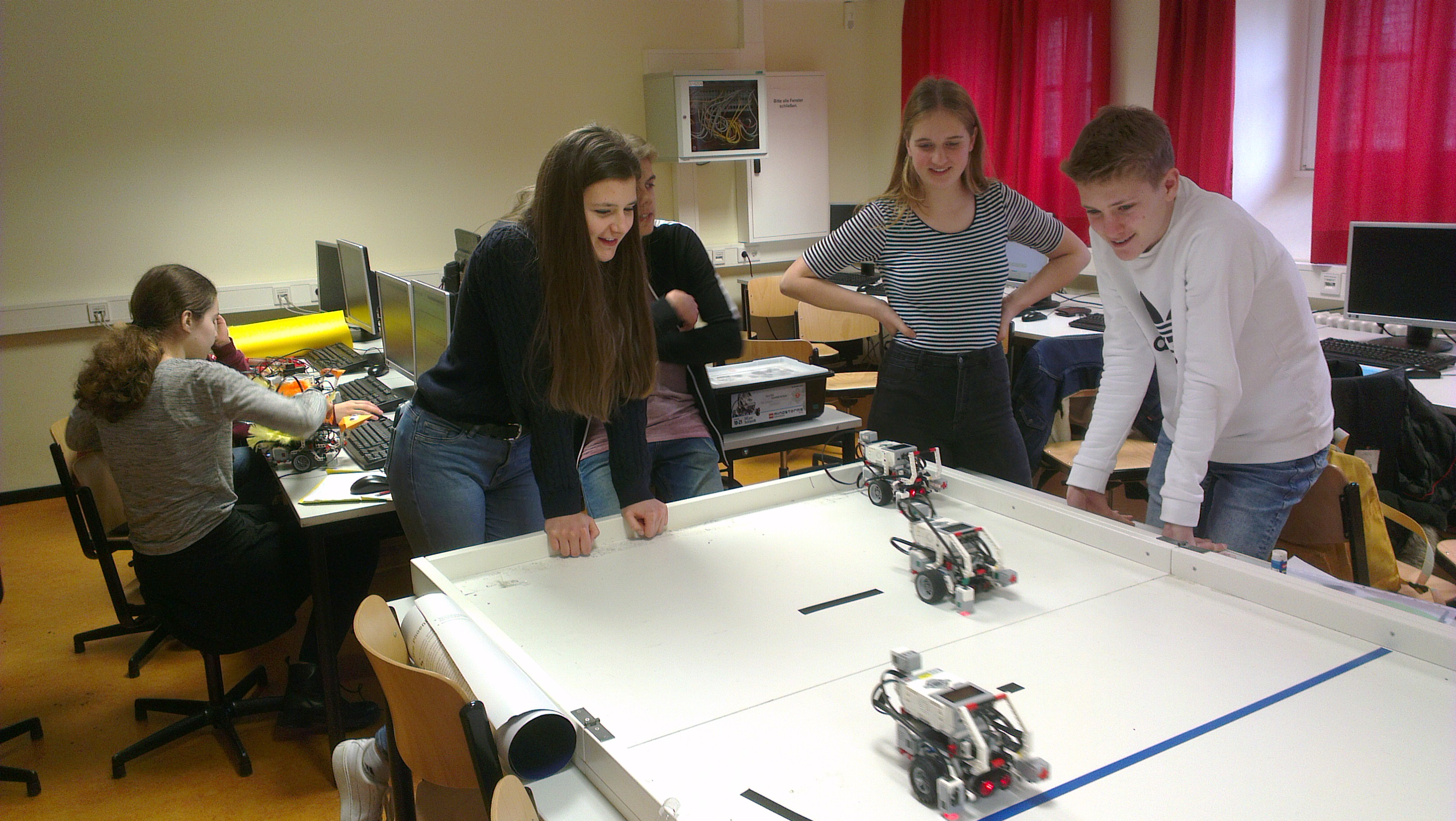 Eigene Roboter programmieren: Roberta-Projekt